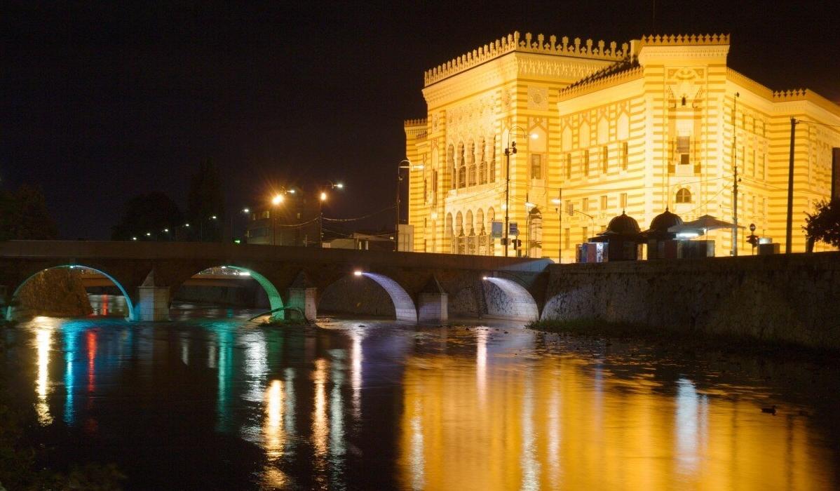 Sarajevo, a vibrante capital da Bósnia fica num cenário natural deslumbrante