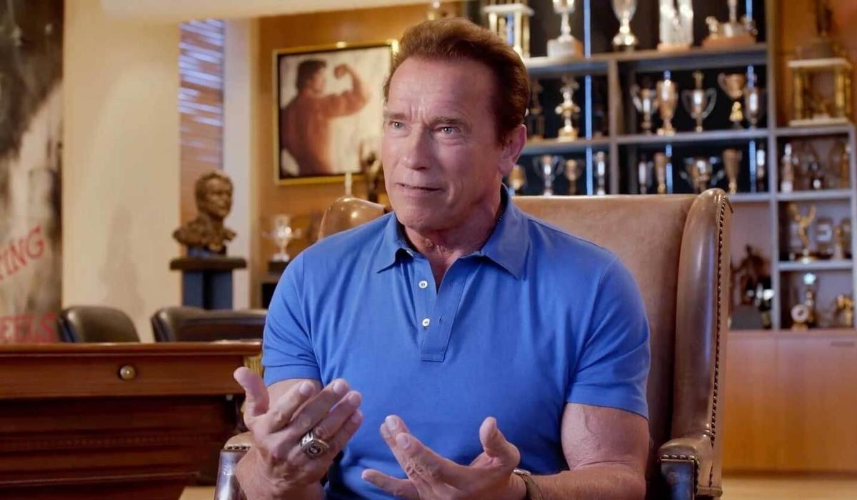 Arnold Schwarzenegger quebra mitos demonstrando como fica em forma