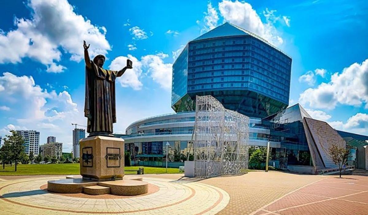 """Minsk, a cidade que """"enlouquece"""" quando a noite cai"""