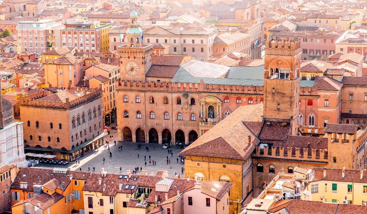 Bolonha é uma cidade universitária com muita história e gastronomia deliciosa