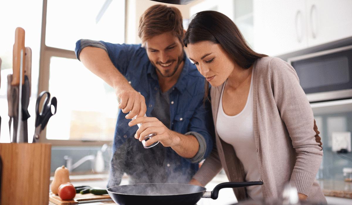 6 erros cometidos com frequência na cozinha que são perigosos para a saúde