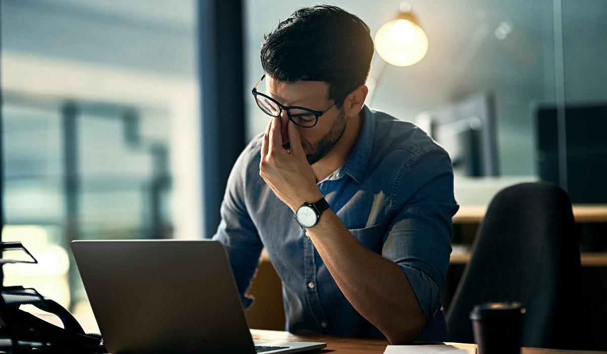 4 hábitos diários que provocam dores de cabeça