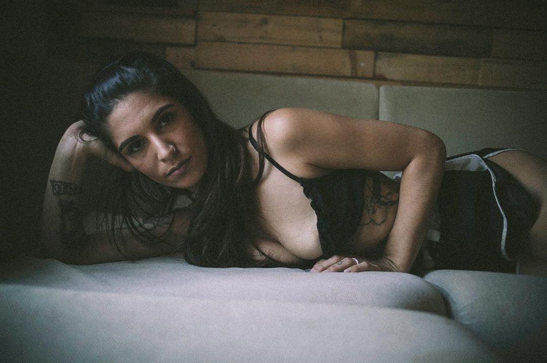 """Karin Amaral: """"Quero muito contar a minha história no meu corpo"""""""