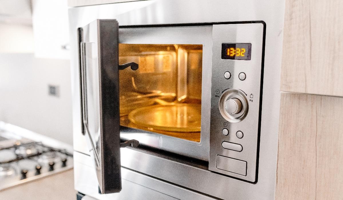5 alimentos que não deve reaquecer no microondas