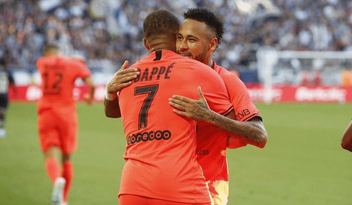 As chuteiras retro a que os craques não resistem, mas que Neymar e Mbappé estão proibidos de usar