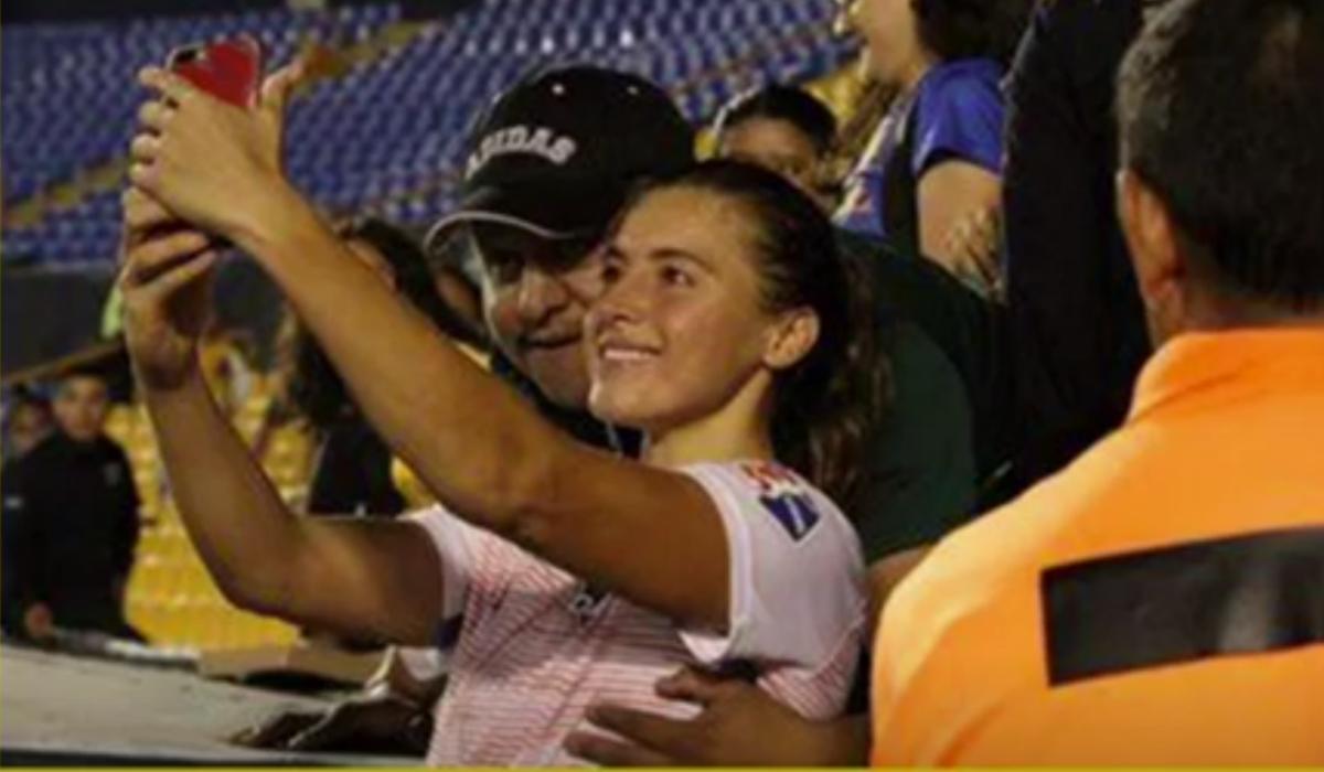 Adepto banido por apalpar jogadora durante uma selfie