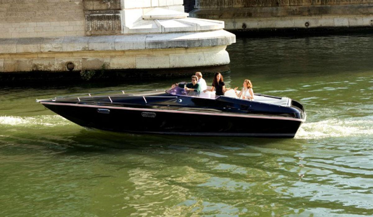 Black Swan, o barco elétrico que usa baterias de segunda vida