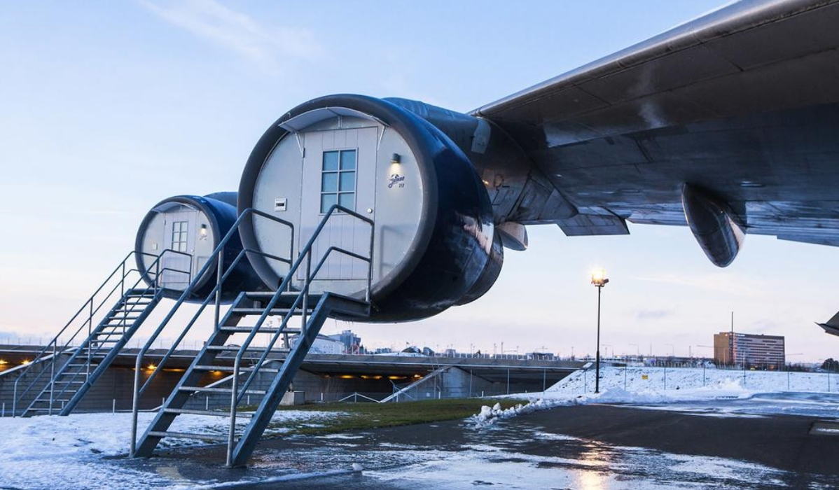 Jumbo Stay, o hostel no aeroporto que permite aos hóspedes dormirem num avião