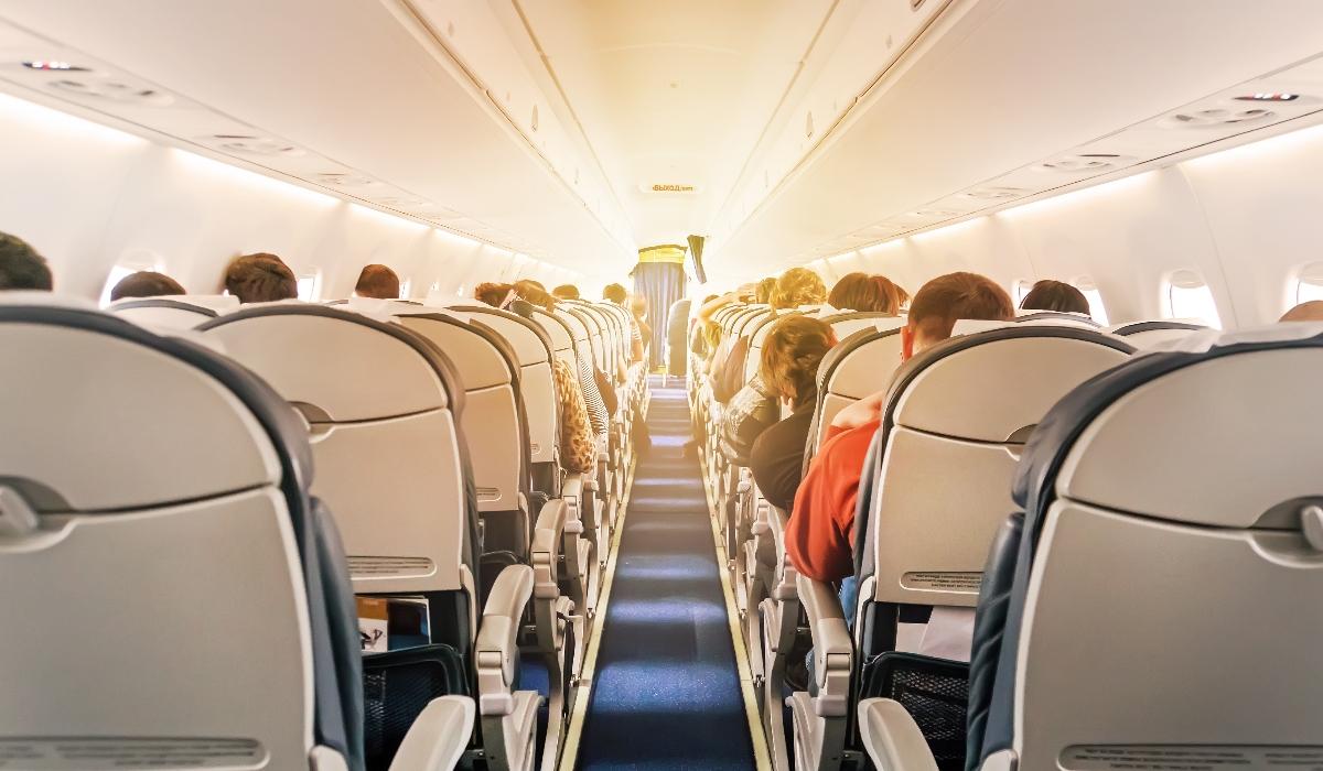 Estas são as razões pelas quais os passageiros são mais bem servidos na parte de trás do avião
