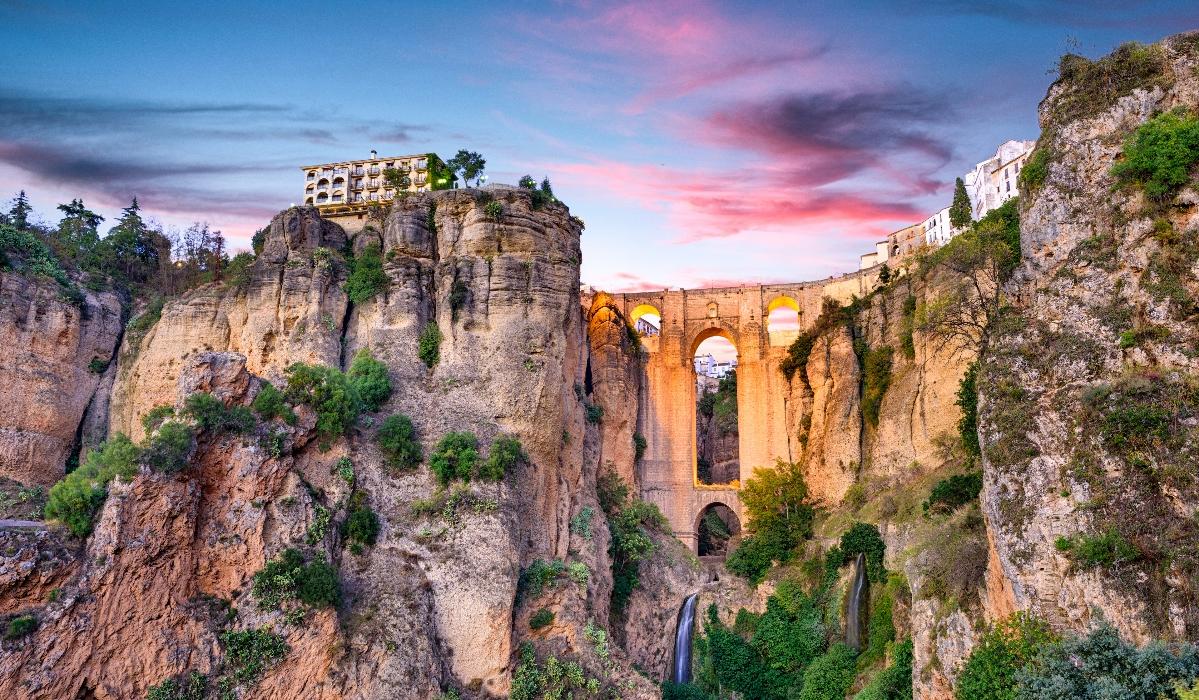 Ronda é um tesouro na Andaluzia e fica num precipício a 739 metros de altura