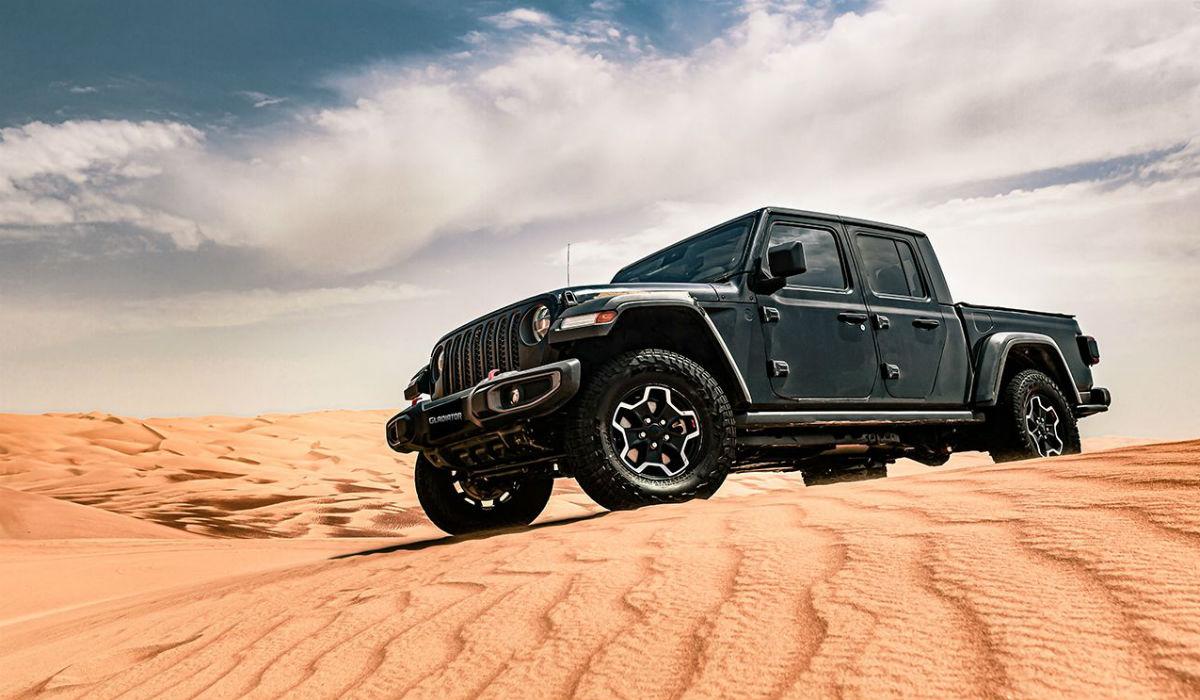 Jeep Gladiator estreia-se nas dunas de Abu Dhabi