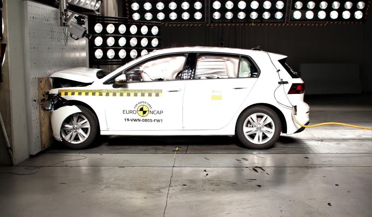 Volkswagen Golf consegue 5 estrelas Euro NCAP mas revelou um problema