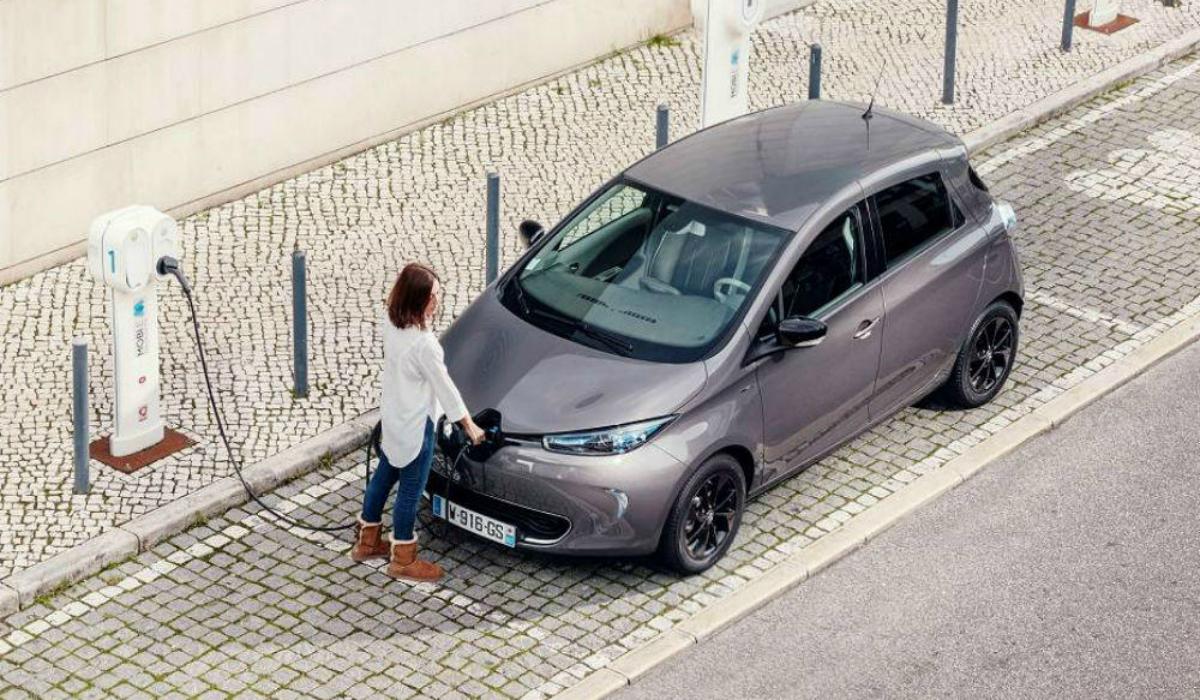 Carregamento de carros elétricos em rede pública vai ser pago em 2020