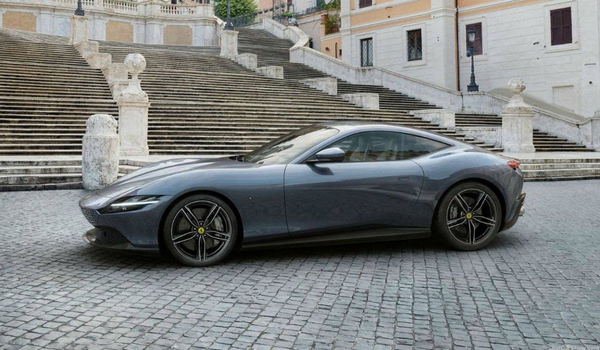 Ferrari Roma, o novo GT mostra-se pelas ruas da capital italiana