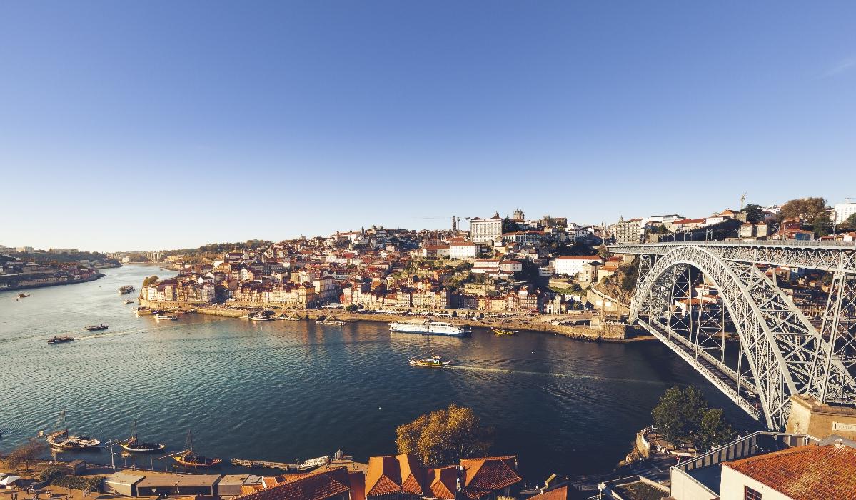 Portugueses preferem viagens de curta duração e o Porto está no topo das preferências
