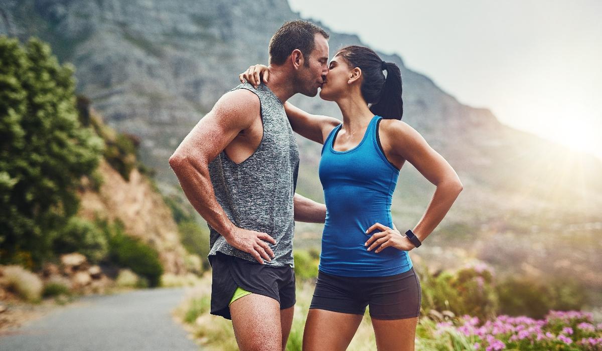 Correr 4 horas por semana pode melhorar a performance sexual