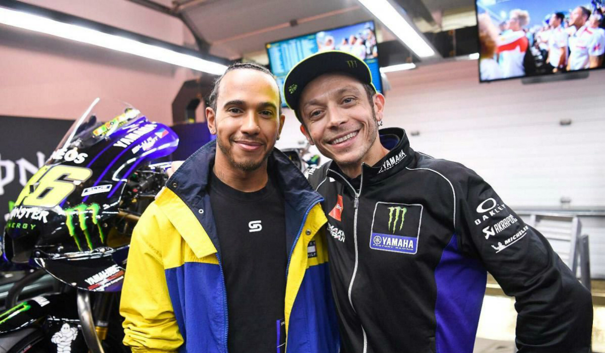 Corrida fora do comum entre Valentino Rossi e Lewis Hamilton já tem data