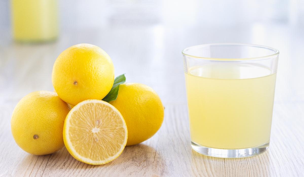 15 motivos para trocar o café de manhã por um copo de água de limão morna