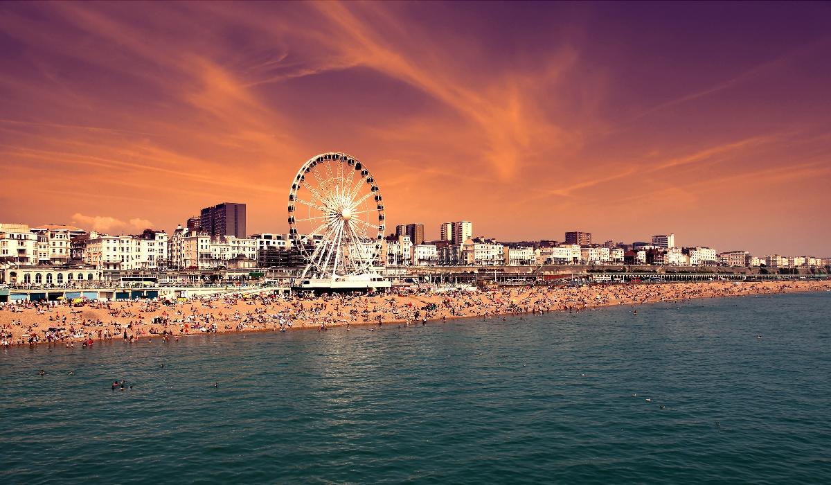 Brighton, hoje e sempre o destino da moda no litoral de Inglaterra