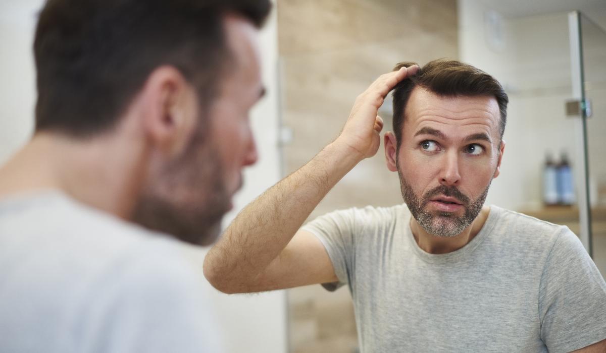 Descoberto o motivo principal pelo aparecimento de cabelos brancos