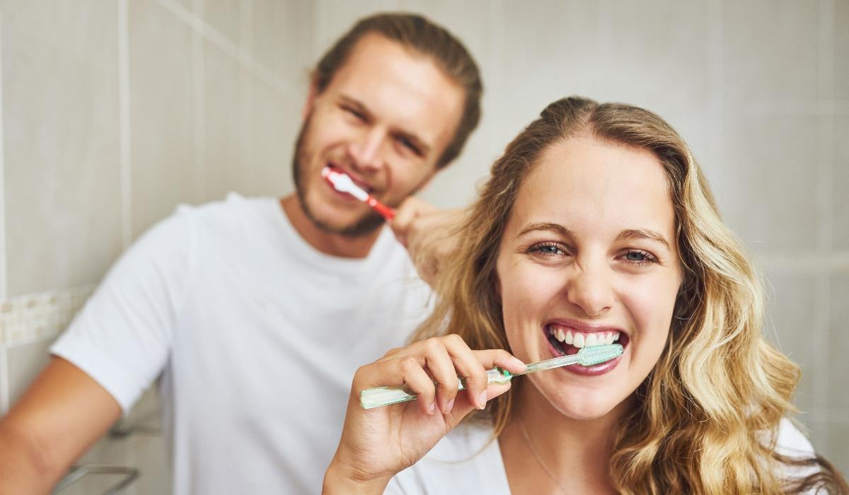 Lavar os dentes após as refeições pode prejudicar seriamente a saúde