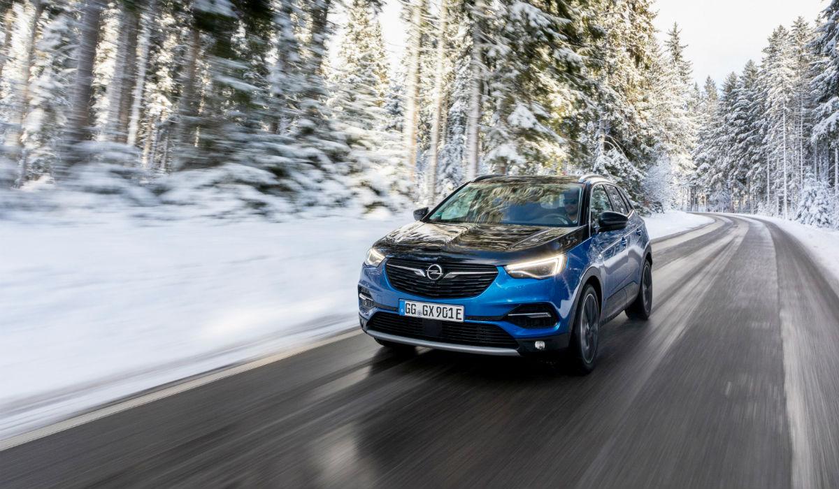 Novo Grandland X Hybrid4 é o topo da oferta SUV da Opel