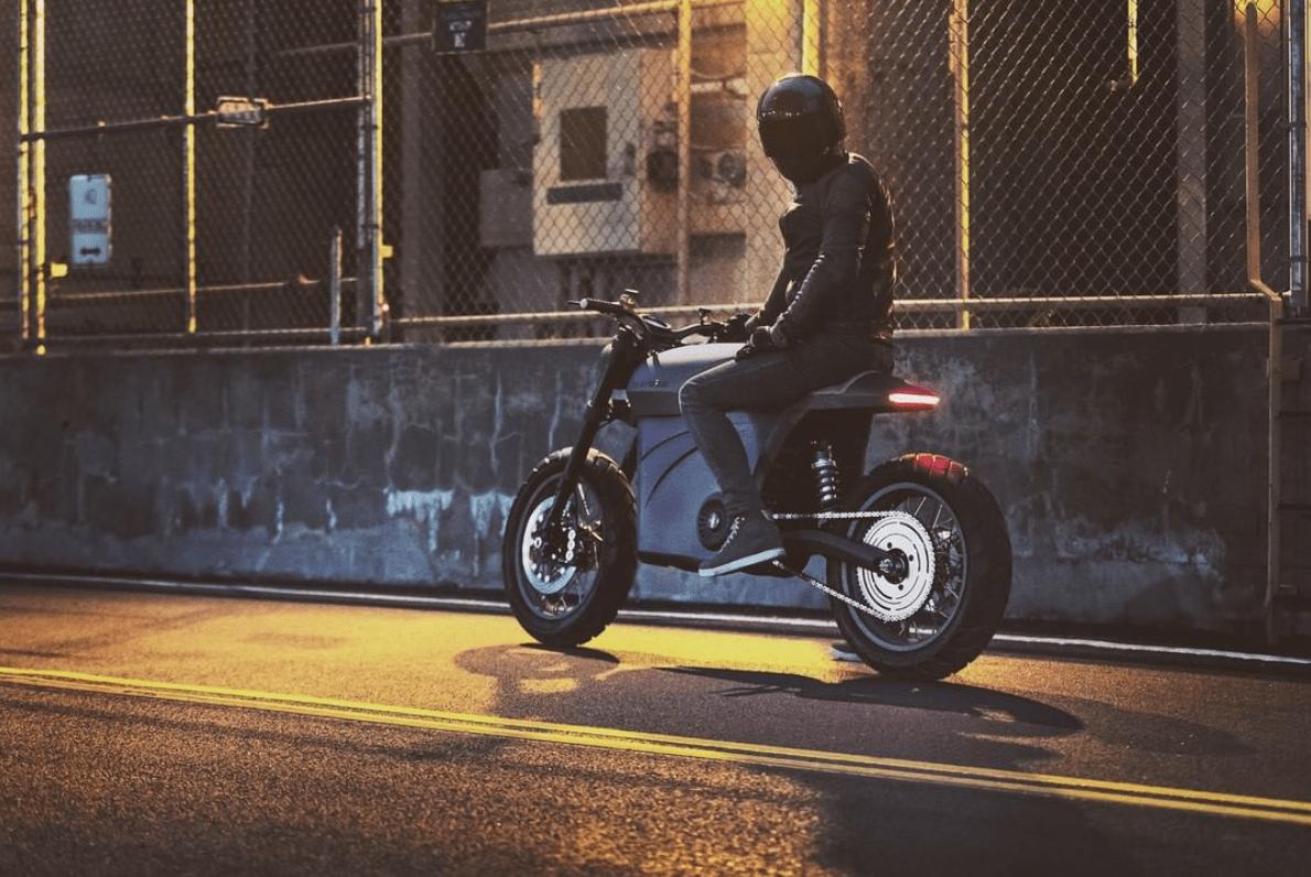 Tarform apresenta motos elétricas feitas com materiais recicláveis