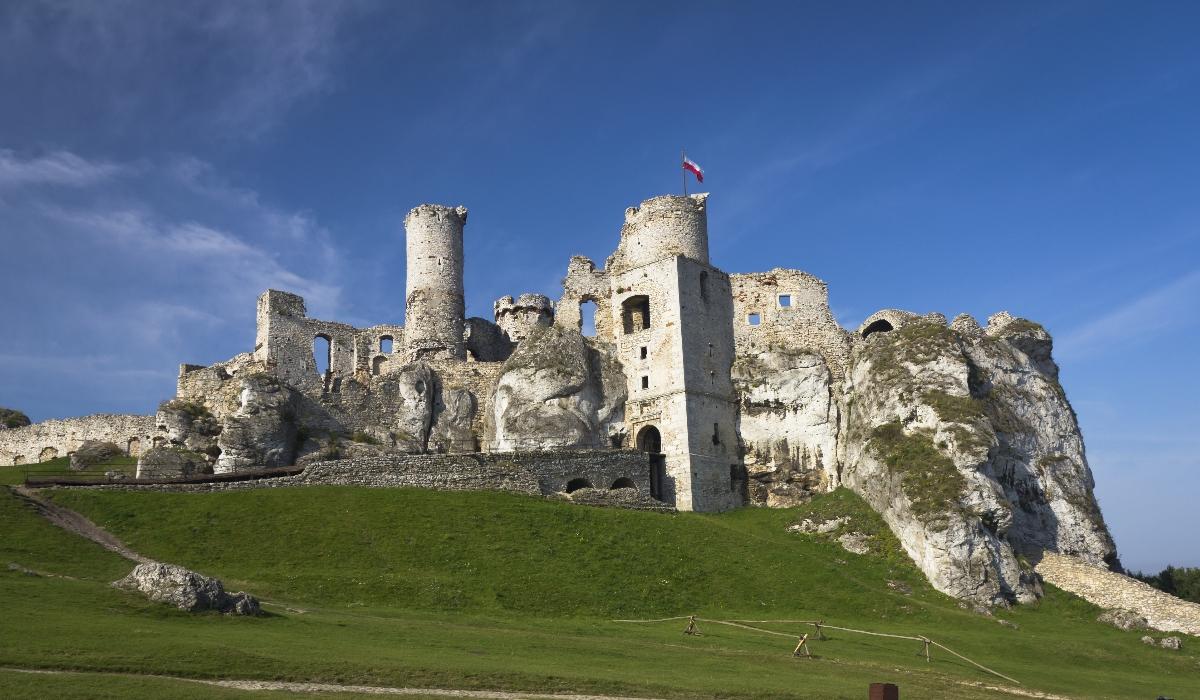 Este é o castelo real e assombrado que conquistou os fãs de The Witcher