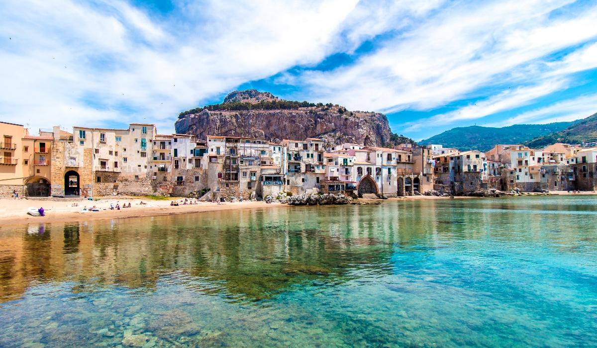 É impossível não gostar de Cefalù, uma pitoresca cidade medieval da Sicília