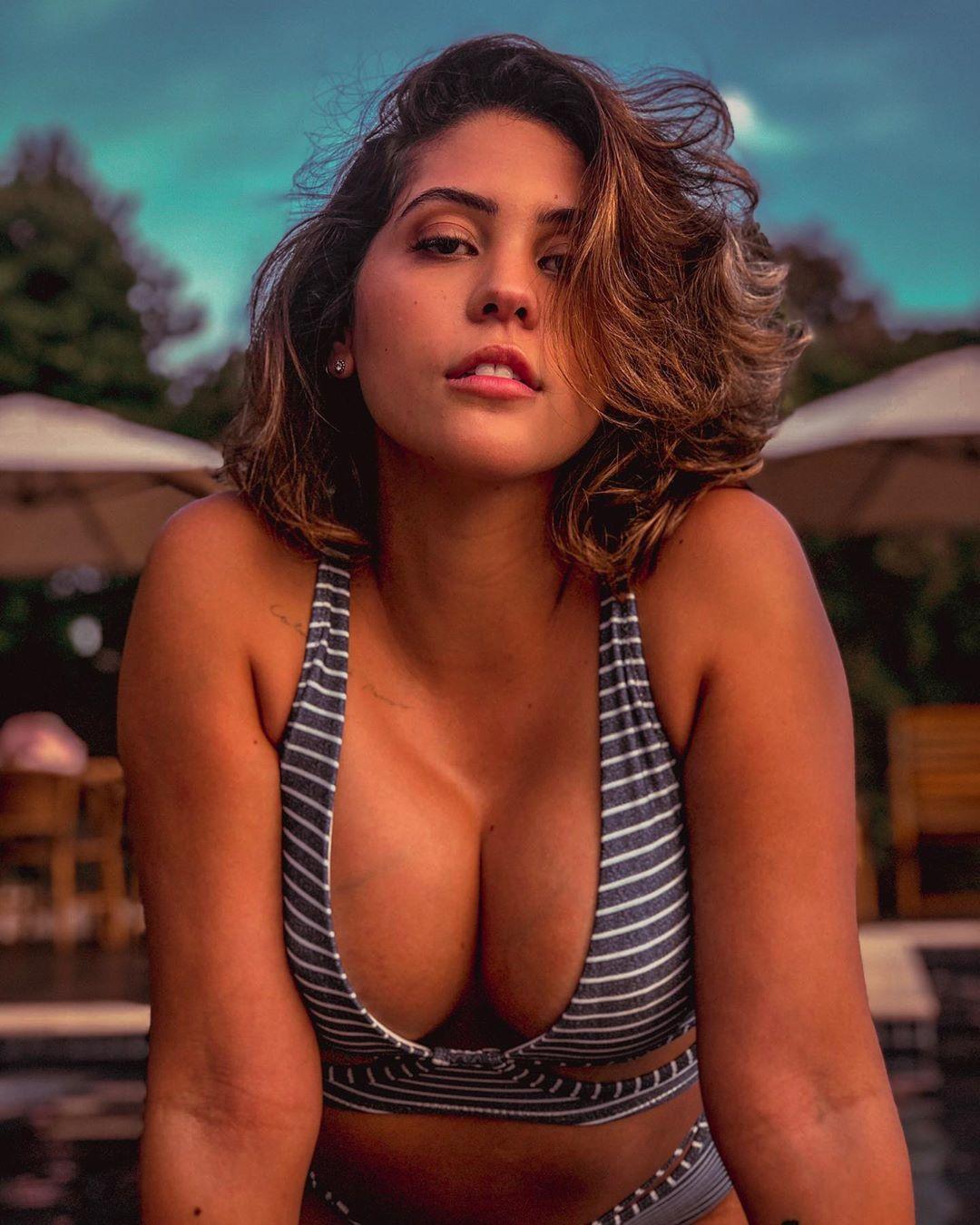 Dora Figueiredo, a influencer que gasta quase 200 euros em lingerie para usar num encontro que corre mal