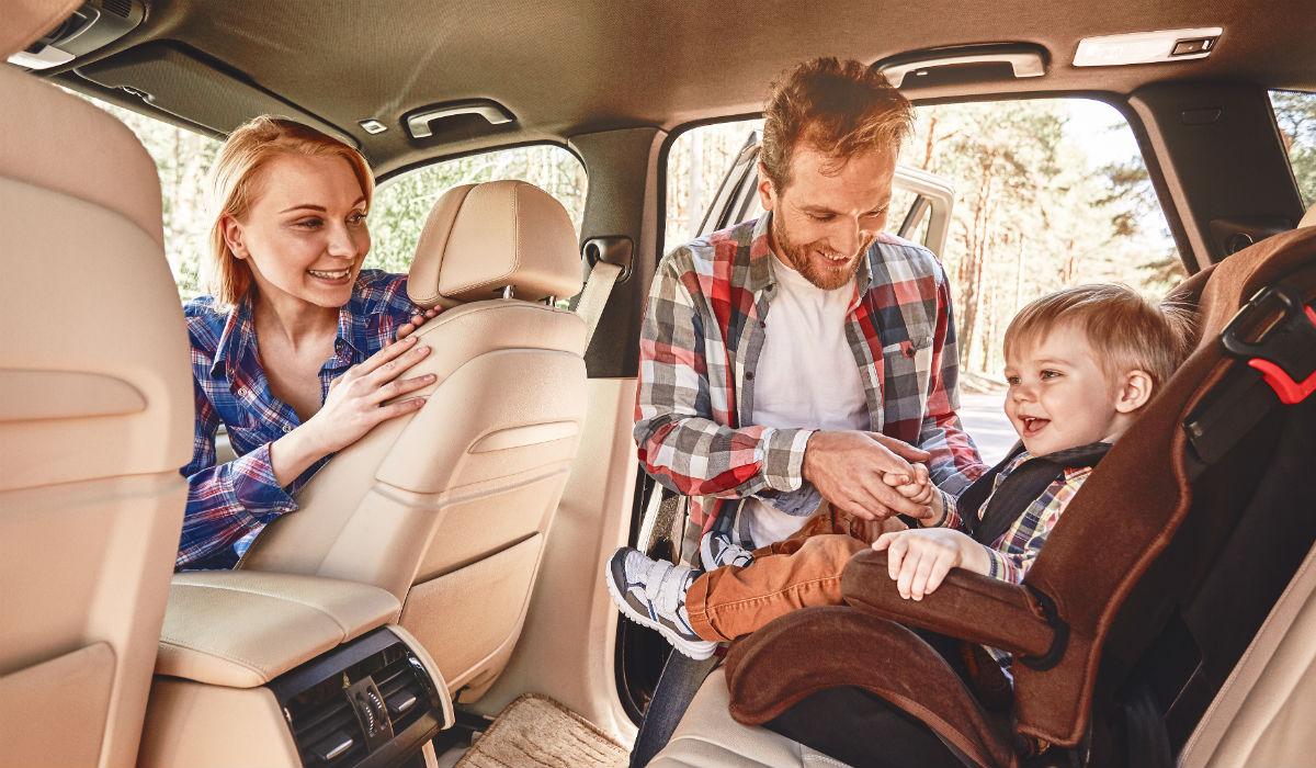 Condutores passam quatro dias por ano a colocar os filhos no carro