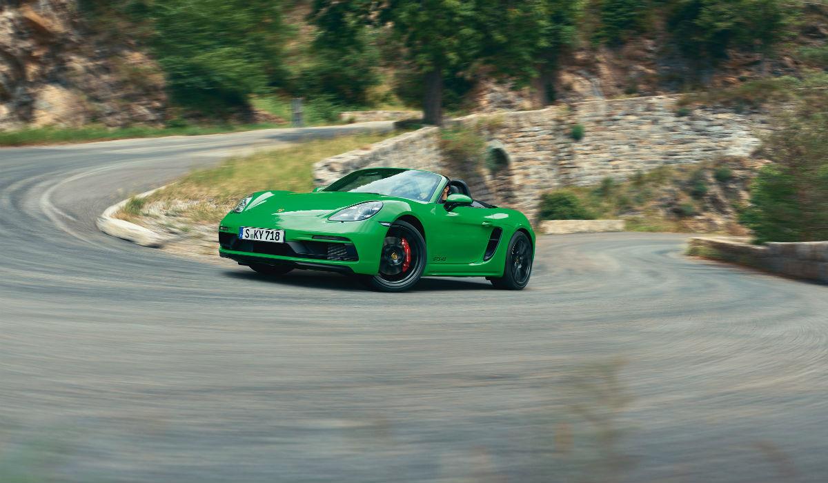Porsche apresenta novos 718 GTS para delírio dos fãs de emoções fortes