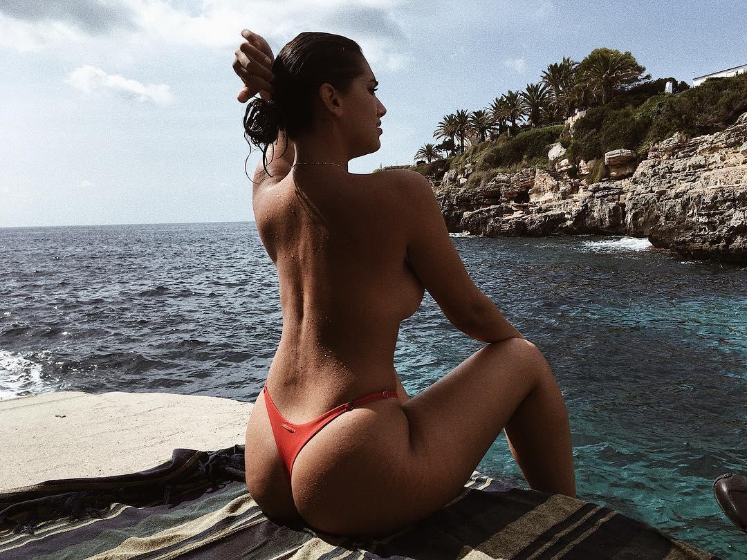 """Lorena Durán, a modelo """"curvy"""" da discórdia, que dá origem a várias discussões"""