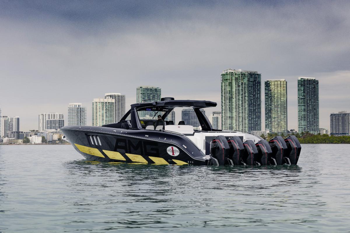MercedMercedes apresenta barco de luxo que vem com um G63 a condizeres apresenta barco de luxo que vem com um G63 a condizer