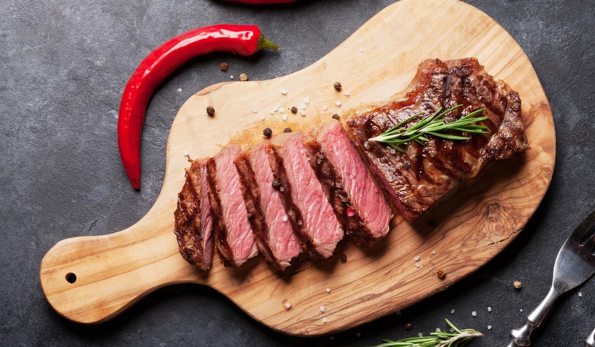 Comer carne aumenta risco de sofrer morte prematura