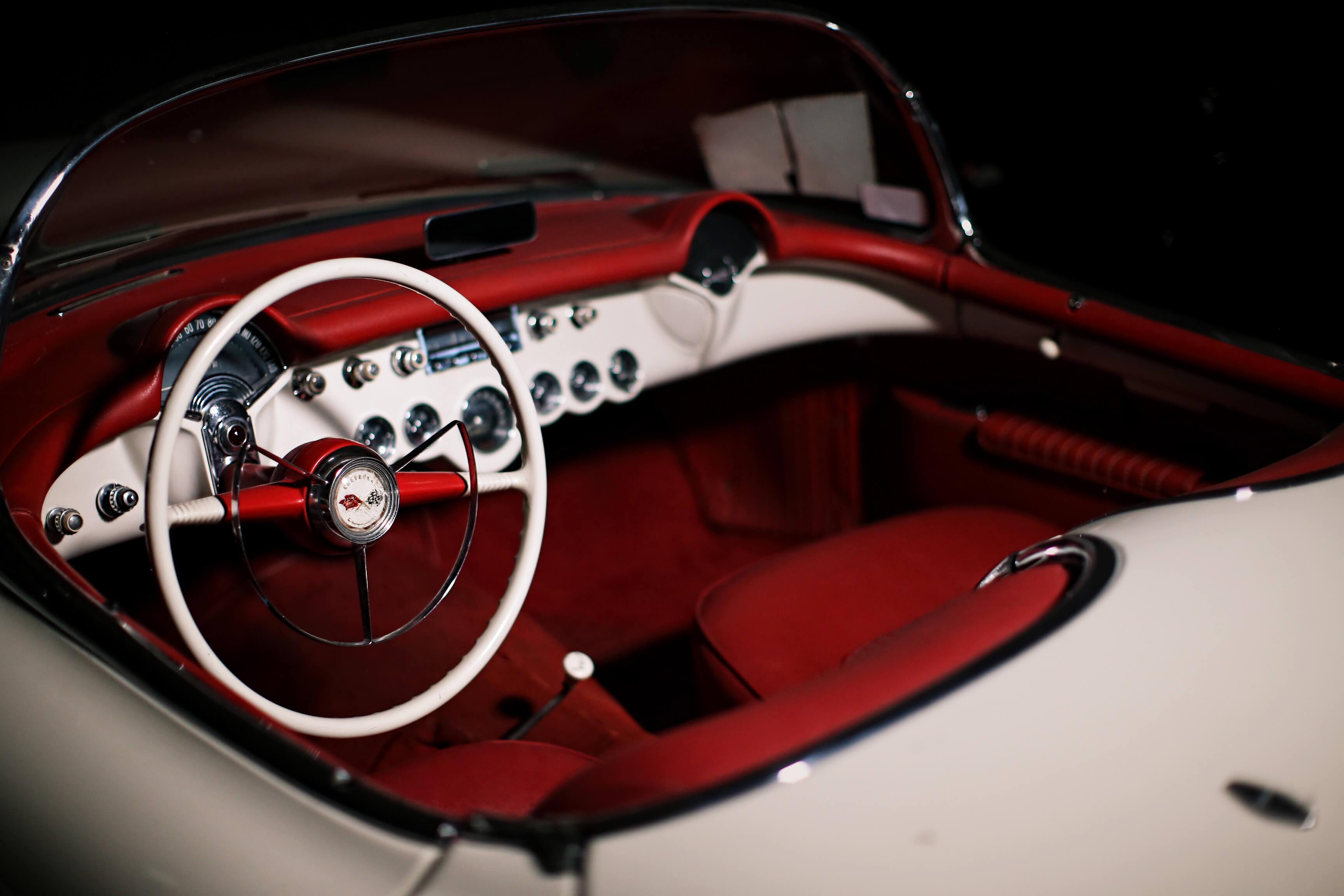 Gosta dos clássicos Chevrolet Corvette? Pode ter um por menos de três euros