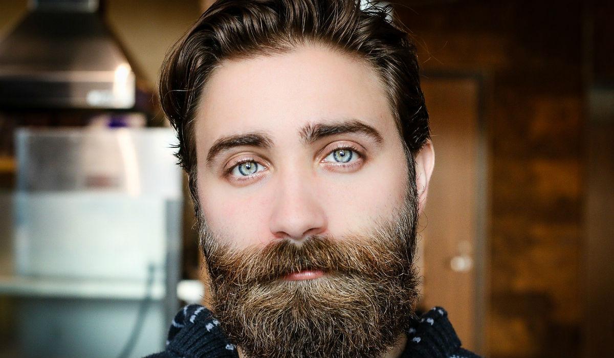 Para combater o coronavírus é melhor que corte a barba e o bigode