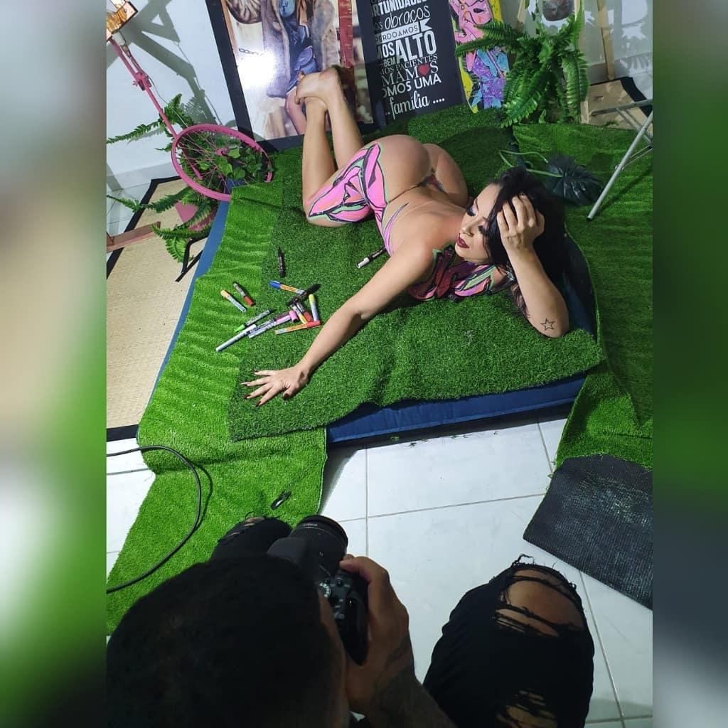 Priscila Kimura e o bumbum de 115 centímetros que promete ser o destaque do Carnaval do Brasil