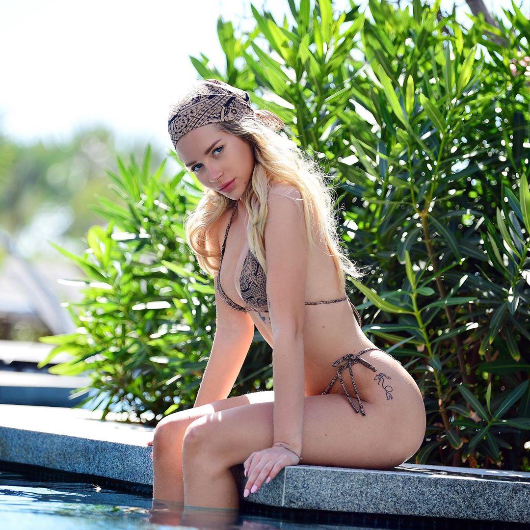 Lottie Moss, irmã da supermodelo Kate Miss, prova que a sedução faz parte do ADN da família