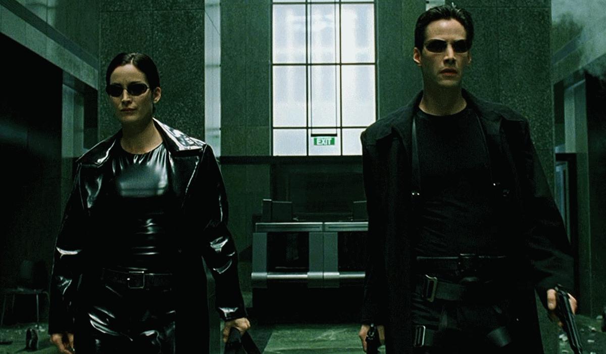 Carrie-Ann Moss e Keanu Reeves aparecem juntos em The Matrix 4 e baralham fãs