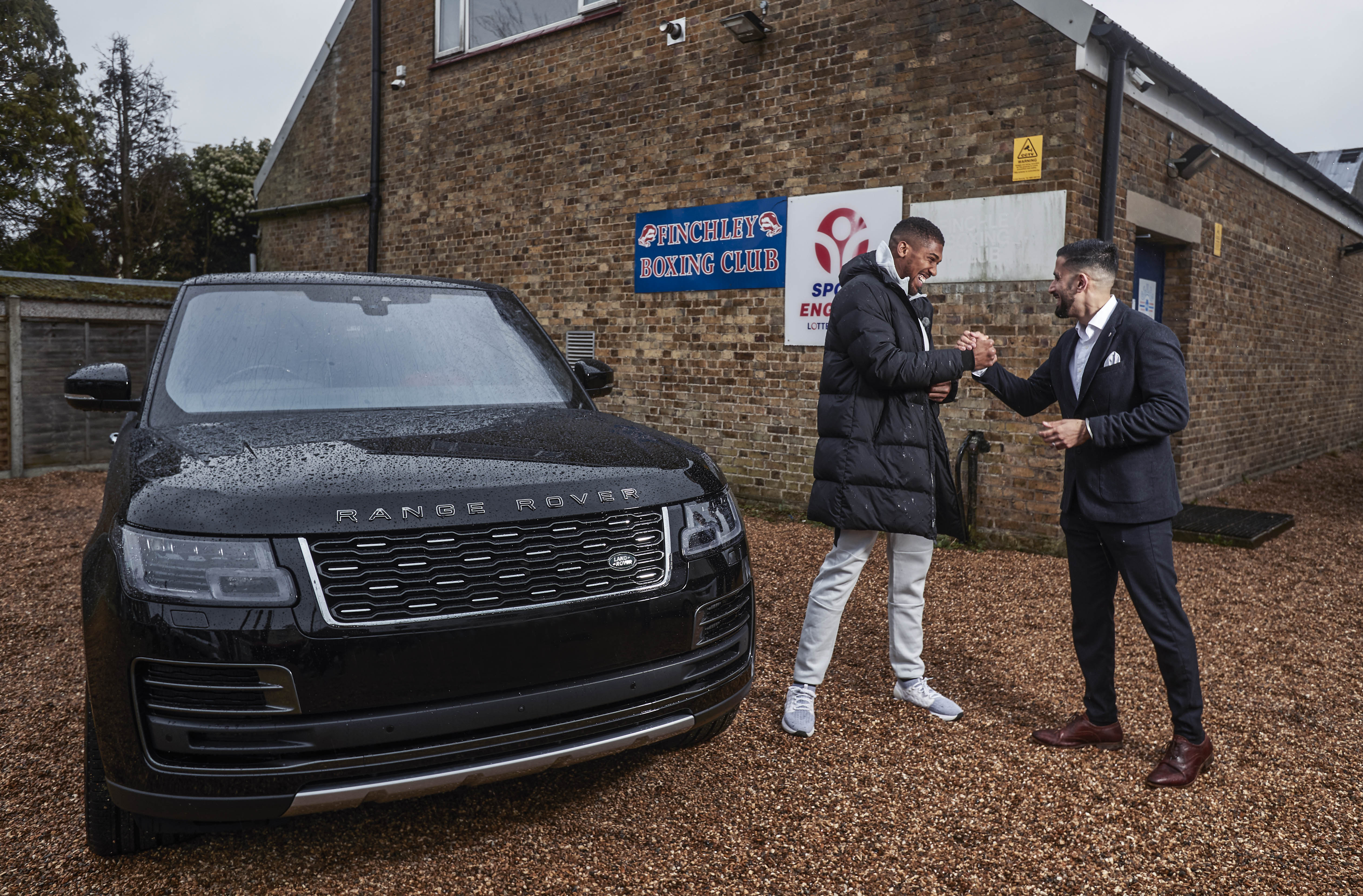 Anthony Joshua recebe Range Rover SVAutobiography único