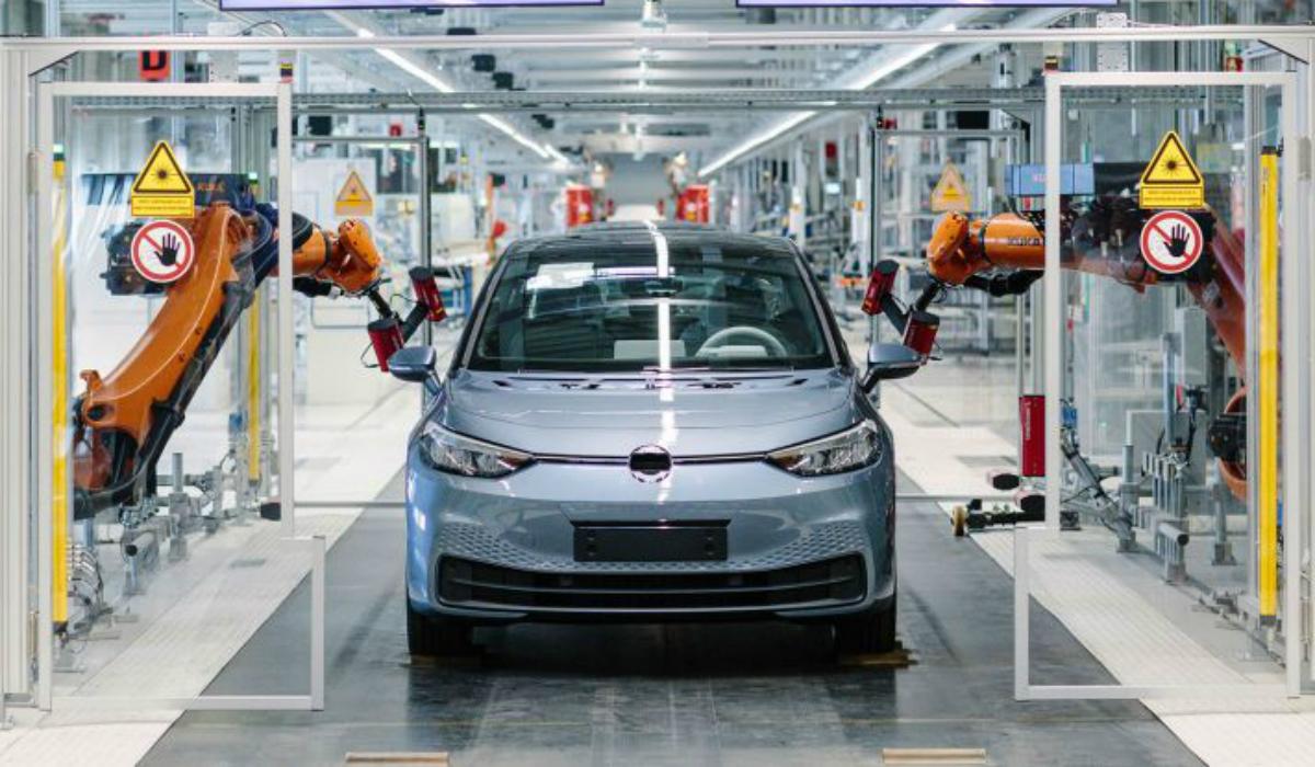 Volkswagen acredita que Tesla está 10 anos à frente nos elétricos