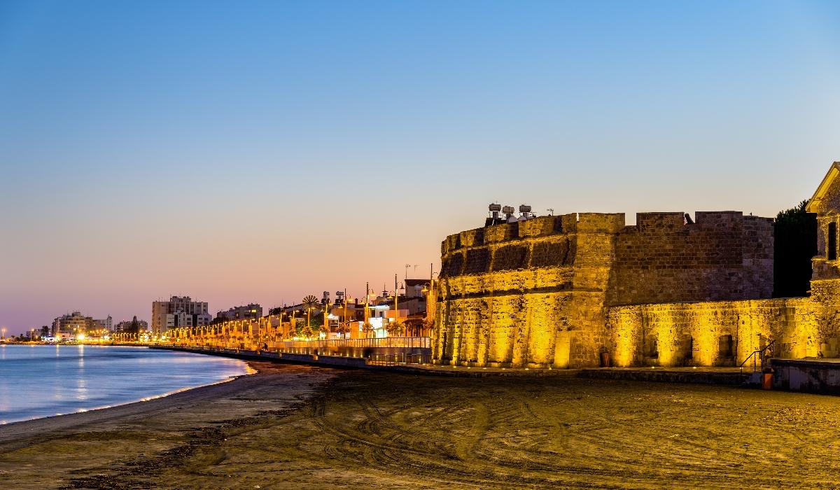 As praias, os monumentos e a boa gastronomia de Lárnaca, uma das cidades mais antigas da Europa