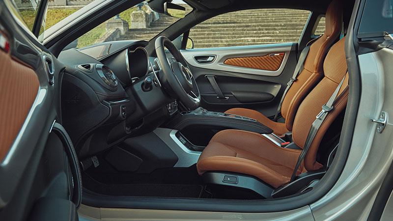 Alpine A110 ganha elegância e cor com novas versões