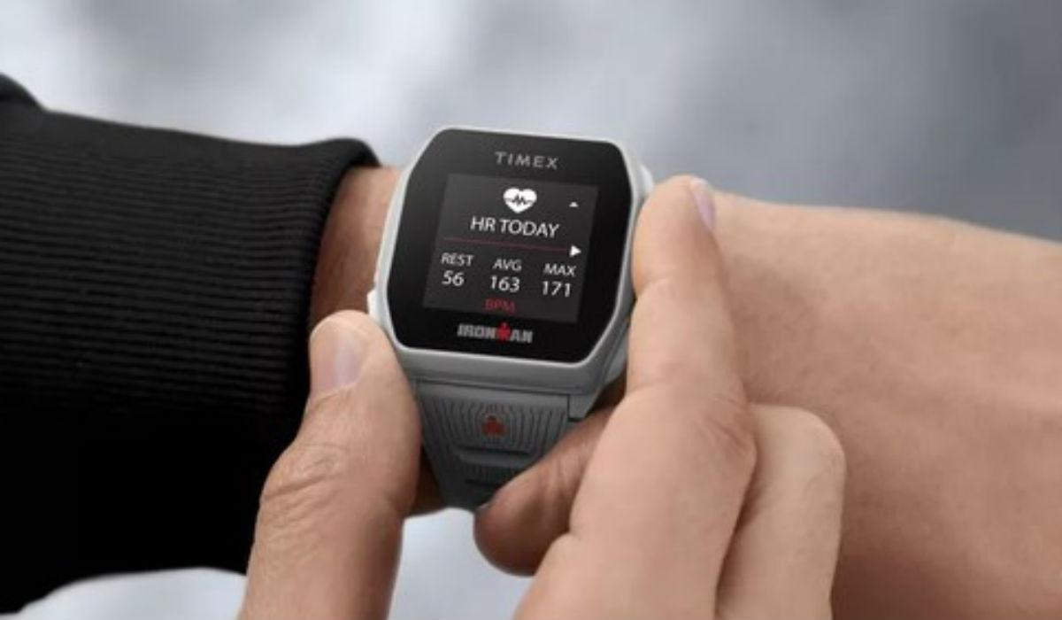 Este smartwatch tem uma autonomia de 25 dias e quer ir consigo para todo o lado