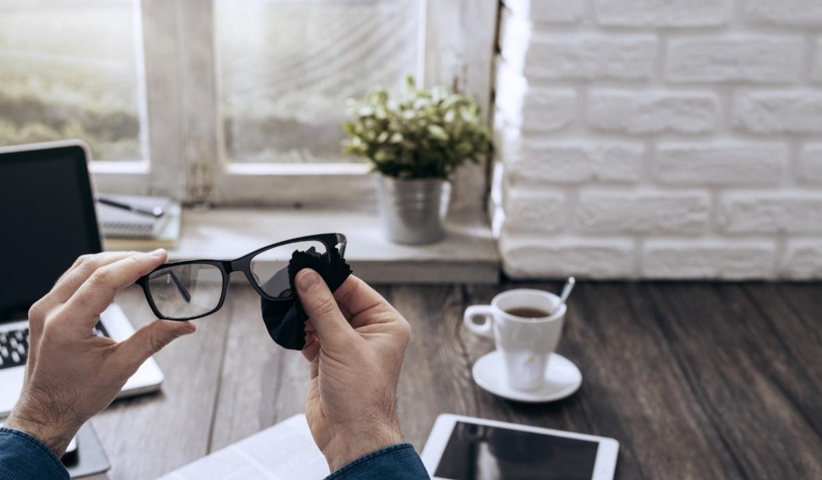 Os cuidados que quem usa óculos e lentes deve ter para evitar contágio de coronavírus