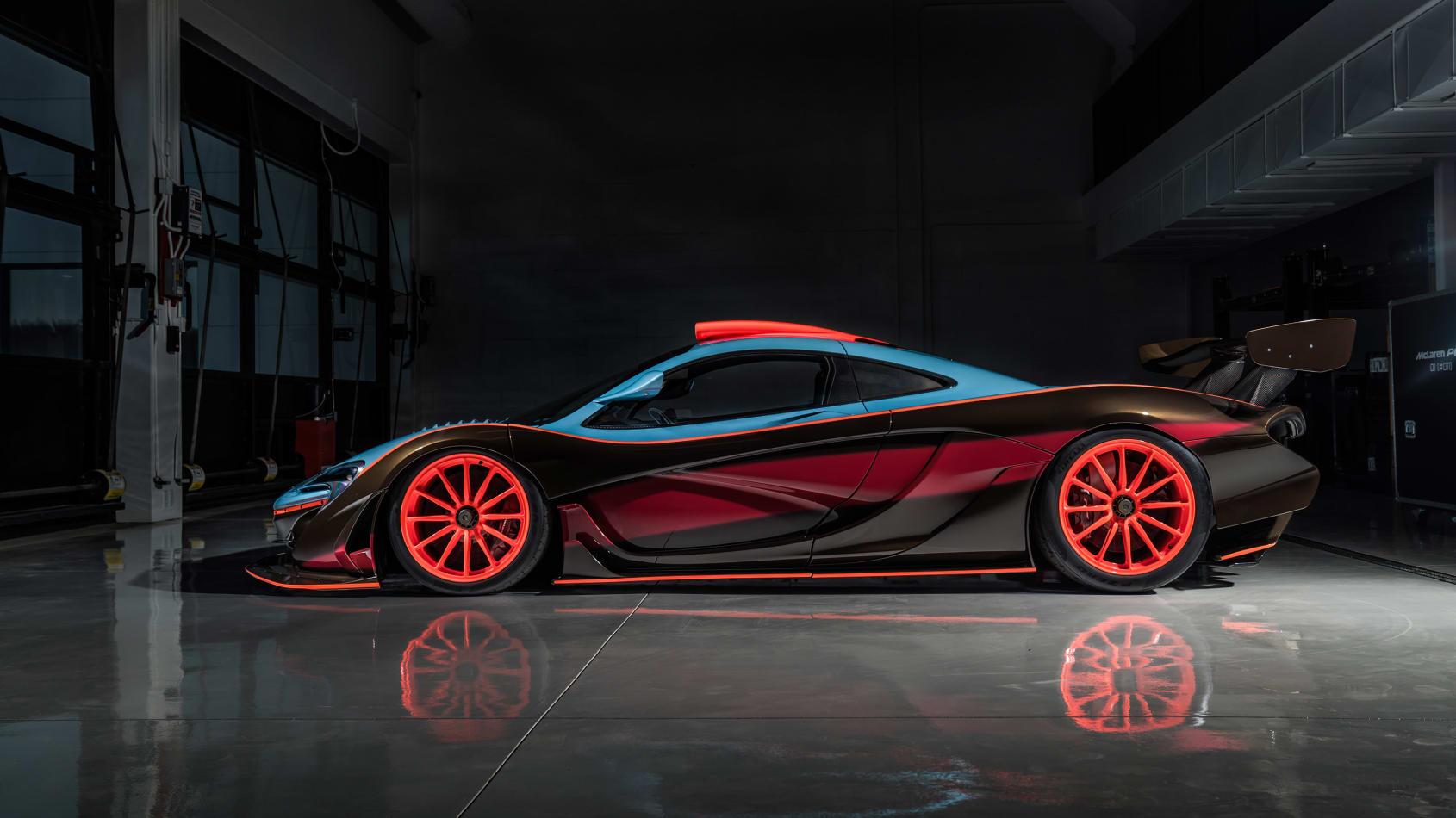 McLaren P1 GTR modificado recebe as míticas cores da Gulf