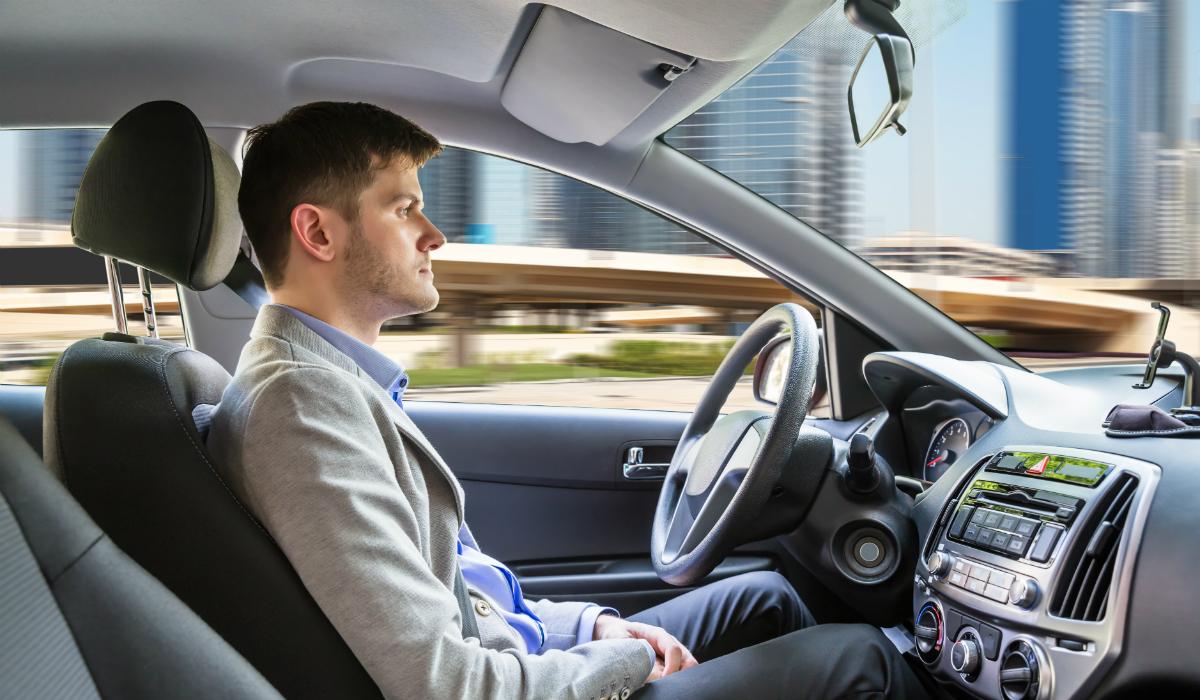 Estudo sugere que carros autónomos vão aumentar consumo de bebidas alcoólicas