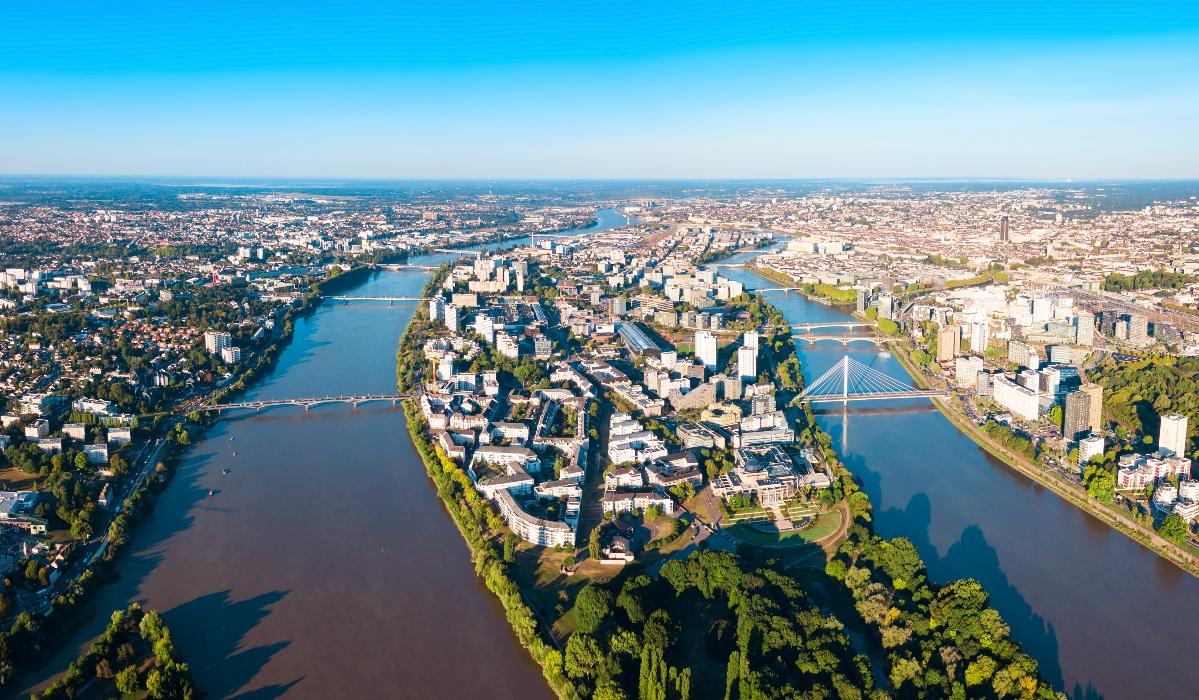 O grande elefante, a catedral majestosa e os deliciosos crepes de Nantes