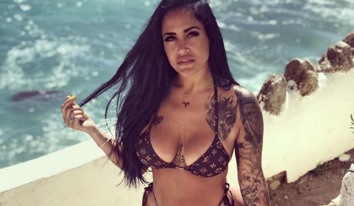 Sofia Buinho mostra bumbum em pose sensual e deixa fãs em delírio